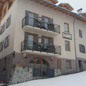 Aparthotel Alpin Dolomites Commezzadura is gelegen in een van de mooiste skigebieden van Europa